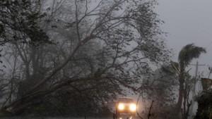 Taifun fegt über die Philippinen