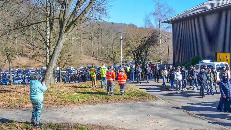 Unter Sicherheitsauflagen: Trauermarsch für getöteten 13-jährigen Jungen in Sinsheim