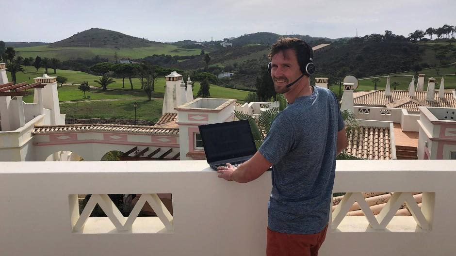 Büro mit Aussicht: Tobias macht Remote Working an der Algarve.