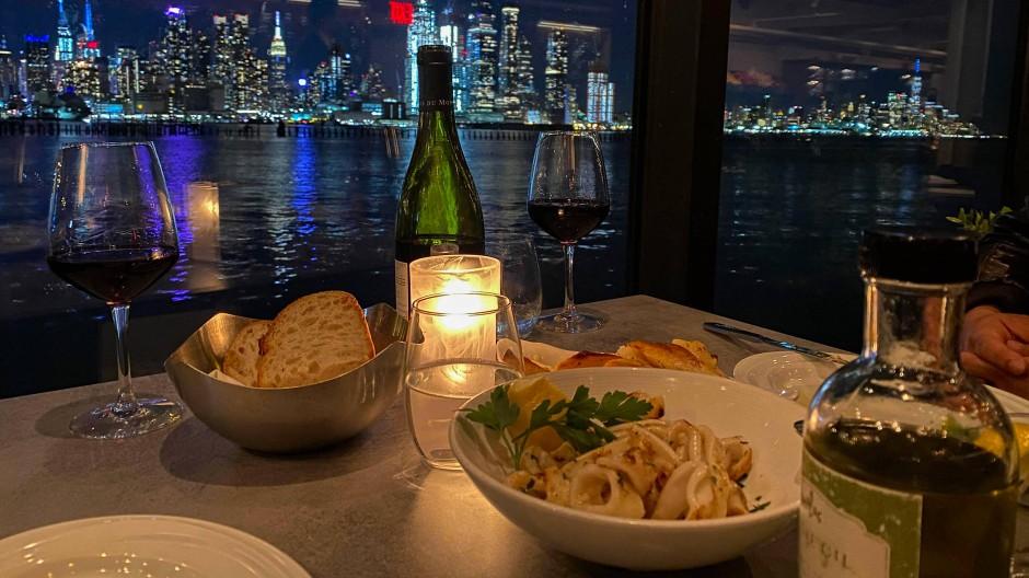 Abendessen mit Blick auf die New Yorker Skyline: auf die kulinarischen Highlights muss man gerade verzichten (Archivbild)
