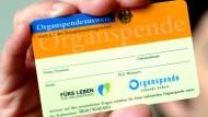 Der Jahreskongress der Deutschen Stiftung Organtransplantation beschäftigt sich in Frankfurt mit der zuletzt gesunkenen Bereitschaft zur Organspende.