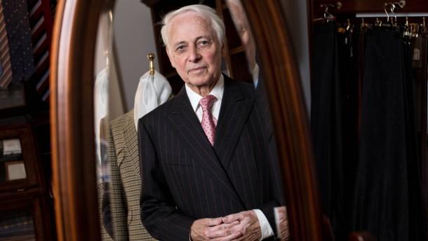 Volkmar Arnulf - Der bekannte Starschneider aus Potsdam hat viele  Prominente und Politiker eingekleidet, ist seit 50 Jahren im Geschäft und nach wie vor aktiv.
