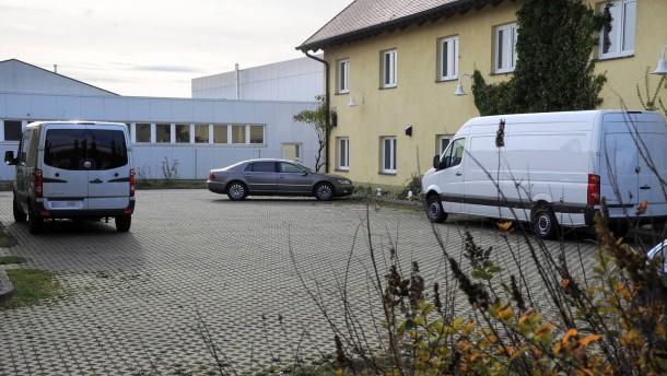 Autodiebe stehlen Transporter mit zwölf Leichen