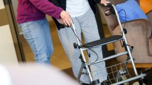 Osteuropäische Pflegedienste wegen Millionen-Betrugs vor Gericht