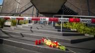 """Polizeiabsperrband sichert den Eingang des Clubs """"Grey"""" in Konstanz (Aufnahme vom 31.7.)."""
