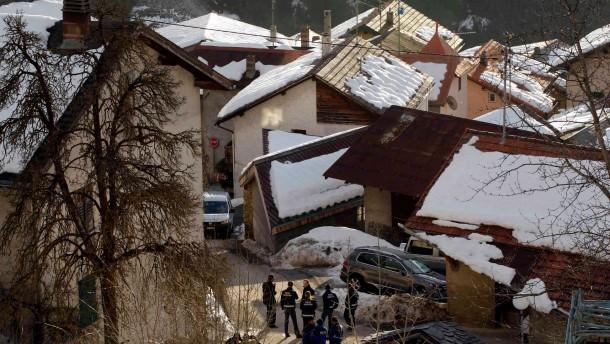 Walliser Dorf aus der Ruhe gerissen: Polizei am Tatort in Daillon
