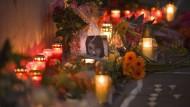 Alles ging so schnell, dass es erst auf dem Überwachungsvideo genau zu sehen war: Gedenkfeier für die verstorbene Tugçe.