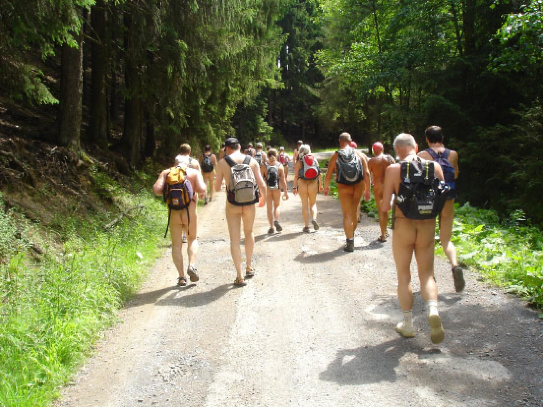 Gehen videos spazieren nackt Popular Nackt
