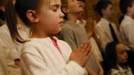 Religiös erzogene Kinder können Fiktion schlechter von Fakten trennen, fand eine neue Studie heraus.