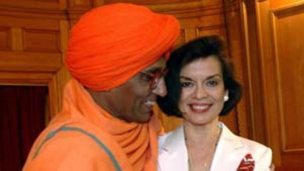 Was haben Bianca Jagger und indische Religionsgelehrte gemein?