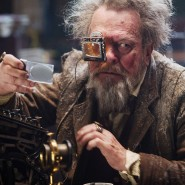 "Schaut als Schauspieler so irr aus dem jeweiligen Film heraus wie als Regisseur hinein: Terry Gilliam in der Science-Fiction-Groteske ""Jupiter Ascending"""