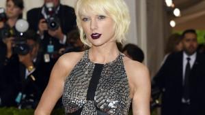 """Taylor Swift lediglich am Rücken berührt"""
