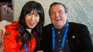 Altkanzler Schröder vom Ex-Ehemann seiner Freundin verklagt