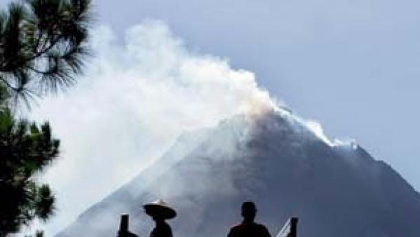 Der Merapi spuckt schon Lava