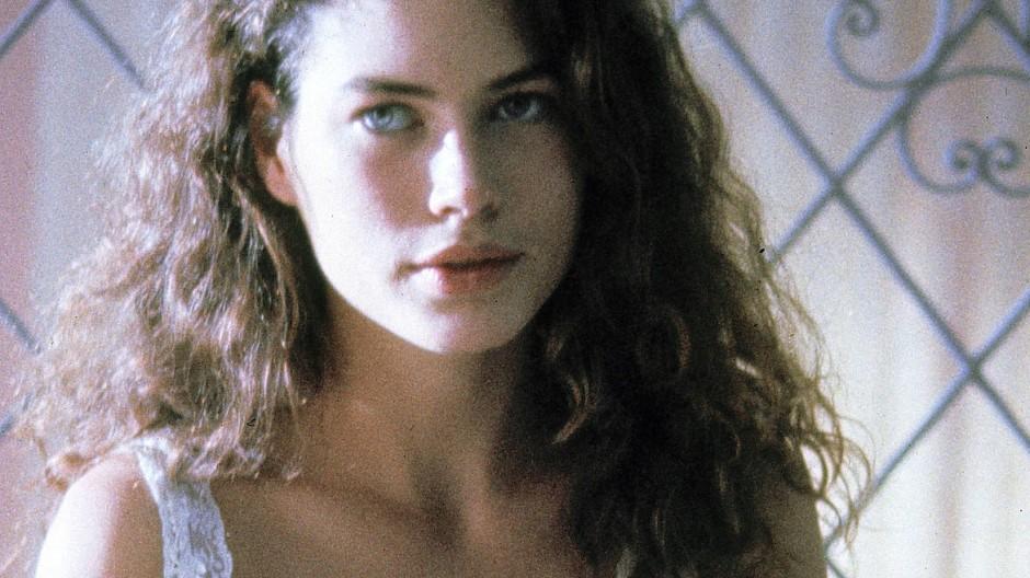 Carré Otis wirft Marie vor, sie im Alter von 17 Jahren vergewaltigt zu haben (hier ist sie während einer Filmszene in Wilde Orchidee 1989 zu sehen).