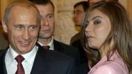 Putin und die Frauen: Eine Beziehung mit Alina Kabajewa (rechts) wurde immer wieder dementiert.