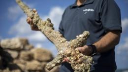 Israelischer Taucher entdeckt 900 Jahre altes Schwert