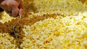 Popcorn im Mund macht unempfänglich für Kinowerbung