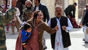 Selbstmordattentäter töten acht Menschen in Kirche in Pakistan