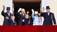 Die norwegische Königsfamilie: Kronprinz Haakon, Prinz Sverre Magnus, Kronprinzessin Mette-Marit, Prinzessin Ingrid Alexandra, Königin Sonja und König Harald (von links nach rechts).