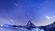 Das Matterhorn bei Nacht.
