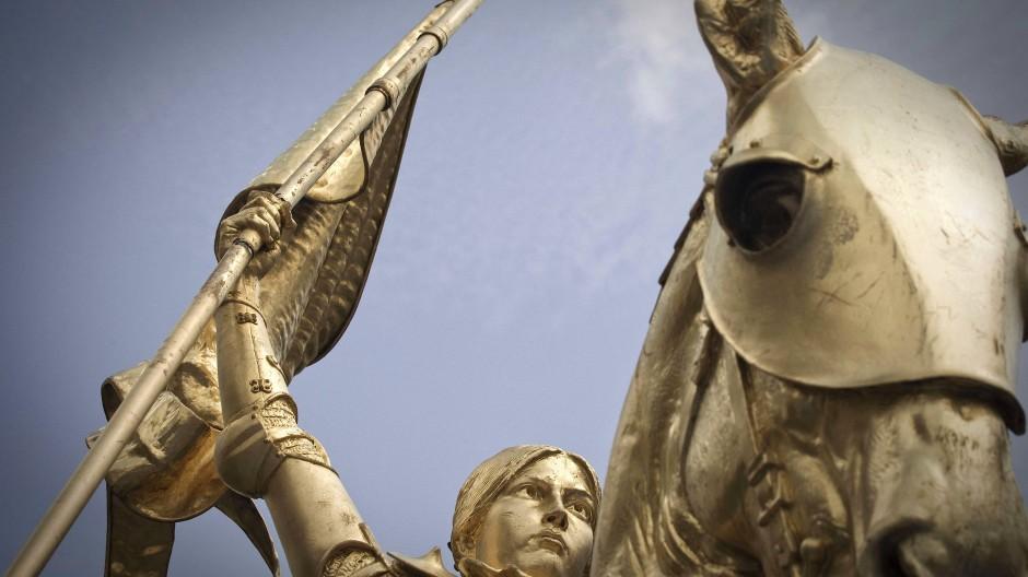 Statue von Jeanne d'Arc in Paris: Klassenpolitik und Geschlechterpolitik wurden nicht durch die Blume, sondern durch die Hose artikuliert.