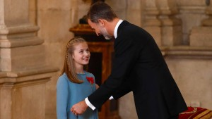 König Felipe zeichnet seine Tochter aus