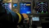 Künftig sollen Piloten auf den Einfluss von Medikamenten und Alkohol untersucht werden.