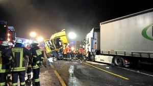 Feuerwehrmann, der Gaffer bespritzte, handelte nicht strafbar