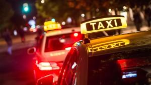 Taxifahrt endet für 69-Jährige auf der Wache