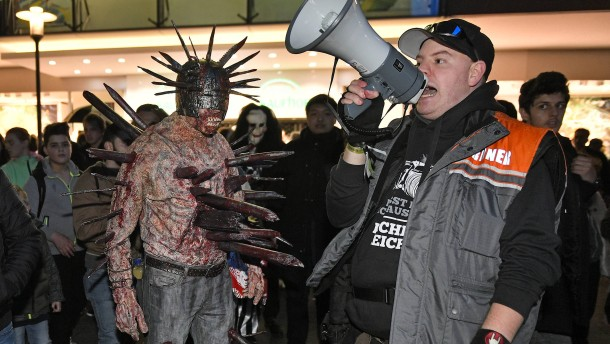 """Zombie-Walk"" in Essen eskaliert"