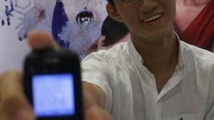 Schüler aus Singapur bricht Weltrekord im SMS-Schreiben