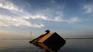 Tausende kämpfen gegen die Fluten