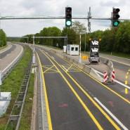Eine Anlage zur Lastwagen-Sperrung auf der Fechinger Talbrücke der Autobahn A6 im Saarland (undatierte Aufnahme) – eine vergleichbare automatische Sperre soll vor der Rheinbrücke der A1 bei Leverkusen in Zukunft das Fahrverbot für schwere Lastwagen durchsetzen.