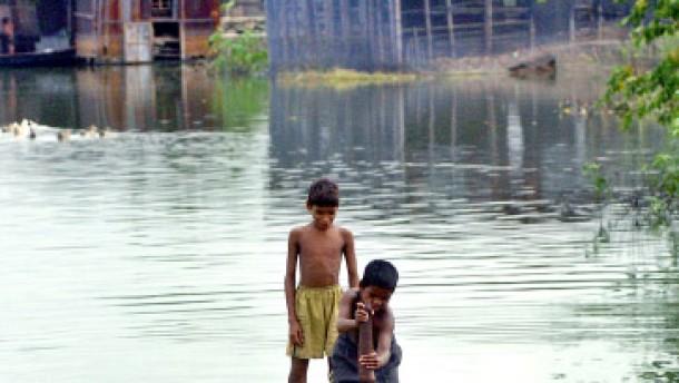 Monsun bringt Eisregen: Hunderttausende auf der Flucht