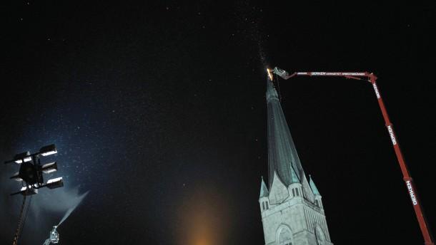 Blitzeinschlag setzt Kirche in Brand