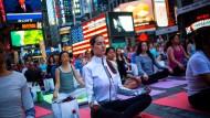 Yoga-Stunde auf dem Times Square