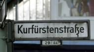 In der Kurfürstenstraße in Berlin hat sich ein spezieller Autodiebstahl zugetragen.