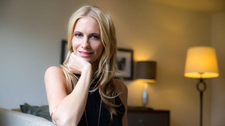 Hula Hoop hält gesund: Model Poppy Delevingne