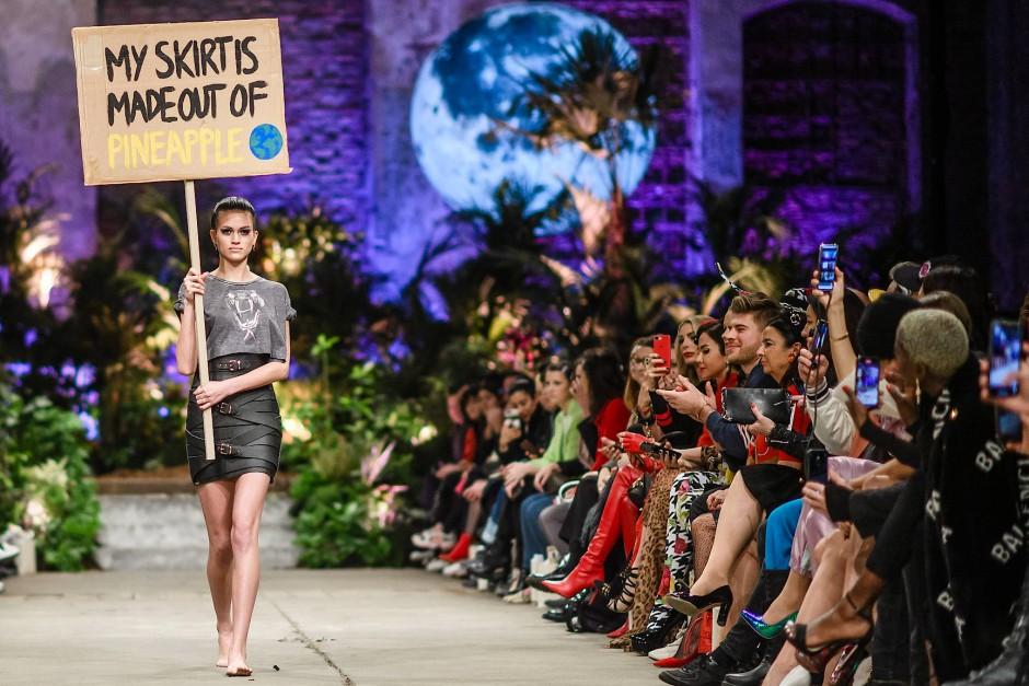 Ananasrock: Marina Hoermanseder, die mit ihren extravaganten Lederröcken berühmt wurde, setzt bei ihrer Kollektion auf Nachhaltigkeit.