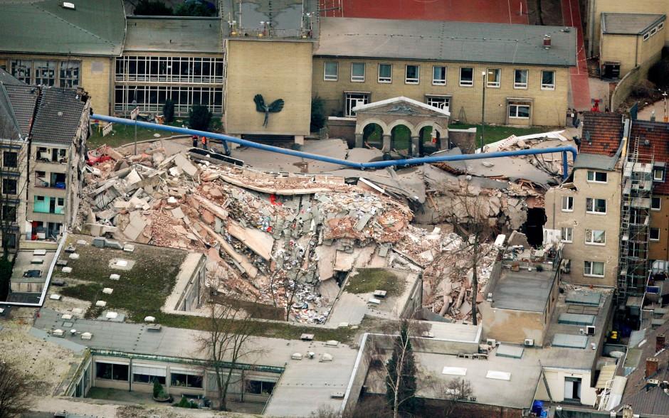 Köln 2009: Trümmer liegen an der Stelle, an der sich das Historische Stadtarchiv befand.