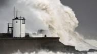 Schwerer Sturm fegt über Großbritannien hinweg