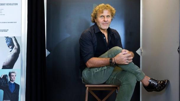 Renzo Rosso - Der Chef der Modemarke Diesel stellt sich, anlässlich der Eröffnung einer Diesel-Filiale in Frankfurt, im Interview den Fragen von Alfons Kaiser und Jennifer Wiebking.