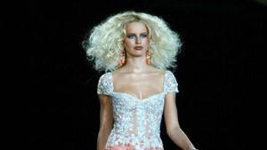 Leiser Luxus auf den Pariser Haute-Couture-Schauen
