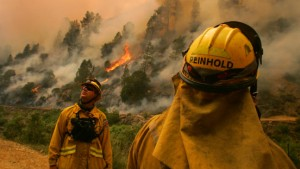 Feuer in der Nähe des Yosemite-Nationalparks