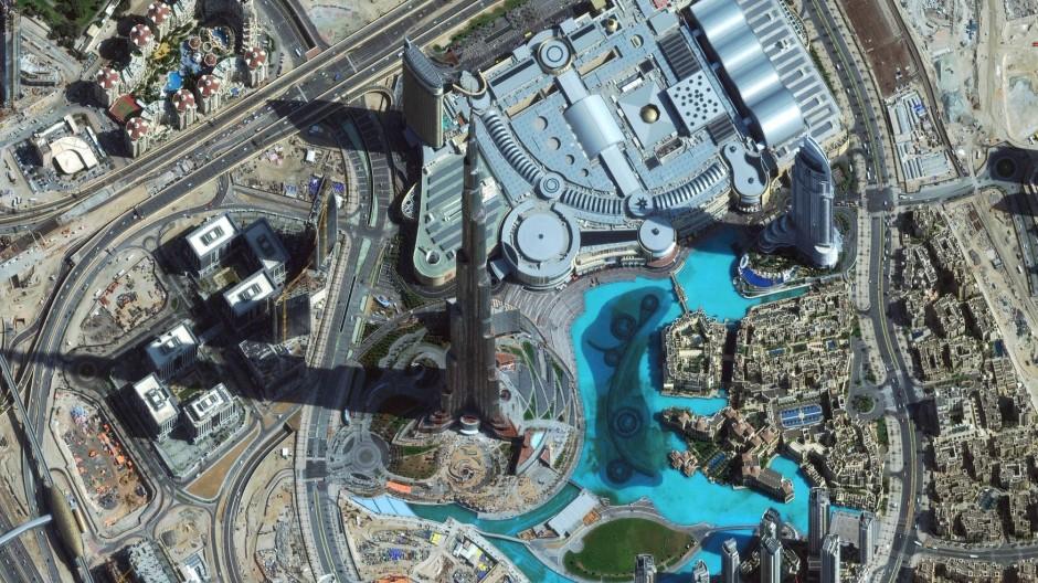 Fotografiert von noch weiter oben: Der Burj Khalifa ragt auch aus Satellitenaufnahmen heraus.
