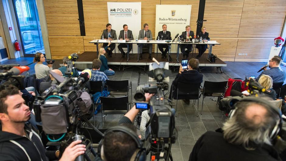 Bei der Pressekonferenz, auf der die Festnahme bekannt gegeben wurde, war der Andrang am Samstag groß. Danach entbrannte eine Diskussion in den sozialen Netzwerken.