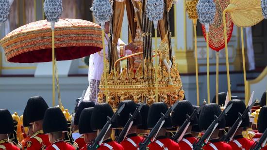 Monarchen und Staatsgäste erweisen letzte Ehre