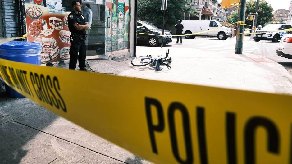 Polizeiabsperrung nach einer Schießerei im Juli 2021 in Brooklyn