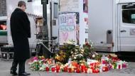 Stiles Gedenken statt großer Geste? Blumen und Kerzen am Breitscheidplatz am Tag nach dem Anschlag.